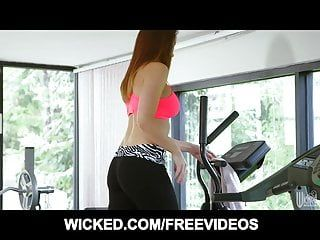 Chanel preston reminds us why we love yoga panties