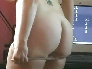 Adolescent grassouillet gras dâge légal accro à la masturbation avec du porno