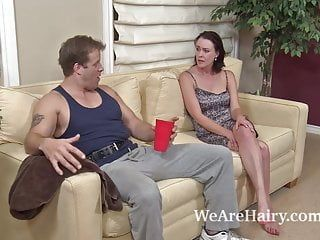 Bushy hottie veronica snow receives her muff worked out