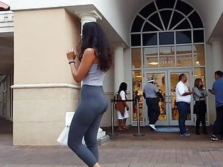 Candid voyeur incredible butt in gray leggings