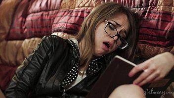 性感调查员读了一本日记-莎拉·鲁芙(Sara Luvv),莱利·里德(Riley Reid),卡莉·蒙塔娜(karlie montana)