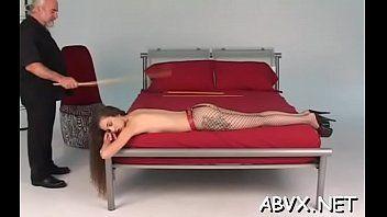 顽皮的熟女奴隶色情的负载与成熟