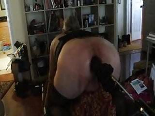 Femdom-Goddess pone serf Hubbie en la máquina de bombeo
