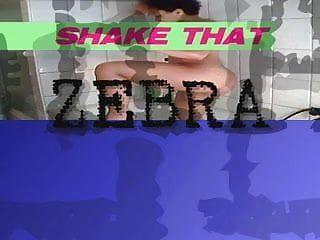 Zebra jane mamuji secoue son wazoo dans le tube des toilettes