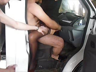 Gang team fuck dans un entrepot