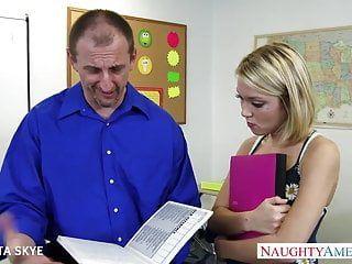 Skinny dakota skye receives nailed by her boss