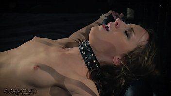 Sadomasochismo adolescente in età legale schiavitù sculacciata con la frusta in un film porno fetish questa ragazza ingoia sperma