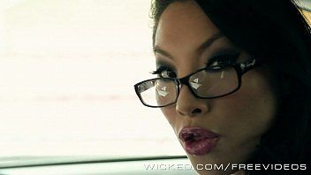 Asa akira is one sexy driving instructor