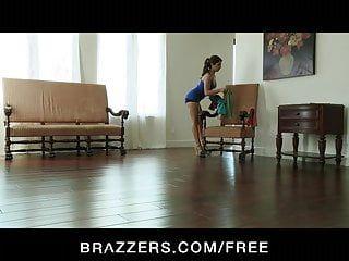 Brazzers - La femme à couper le souffle Jynx Maze est massée pompée