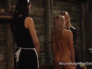 女同性恋恶棍脖子上的衣领受情妇惩罚