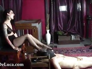 Mistresse shoves her feet into face hole of gagging bare homosexual villein