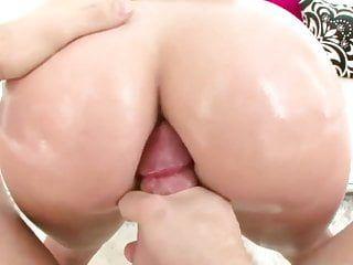 Round Butt Camila erwirbt nach dem Waschen geschraubt