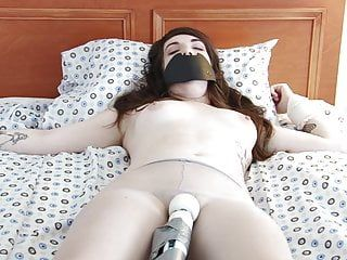 Sexy and hawt dark brown cums hard fastened up with hitachi sex tool
