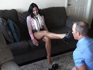 Sexy female-dominant foot hypnotism
