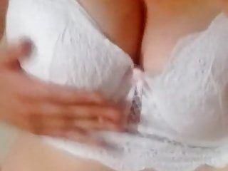Lilly77777 se masturbe devant un porno sadomasochism