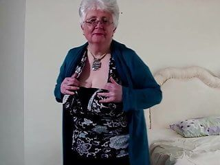 Old granny with large breasts and thirsty wet crack